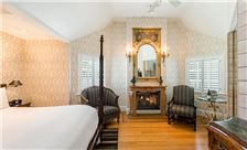 The Bergson Room - Signature King Suite
